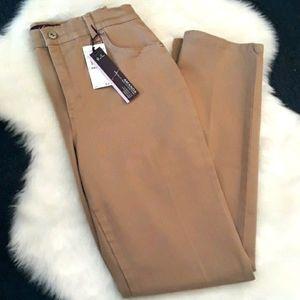 🆕️ NWT Gloria Vanderbilt tan womens jeans size 6